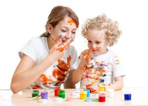 malowanie farbami z dzieckiem