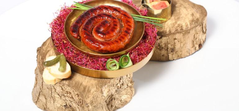 Grillowana kielbasa z pieca z tapenada przepis