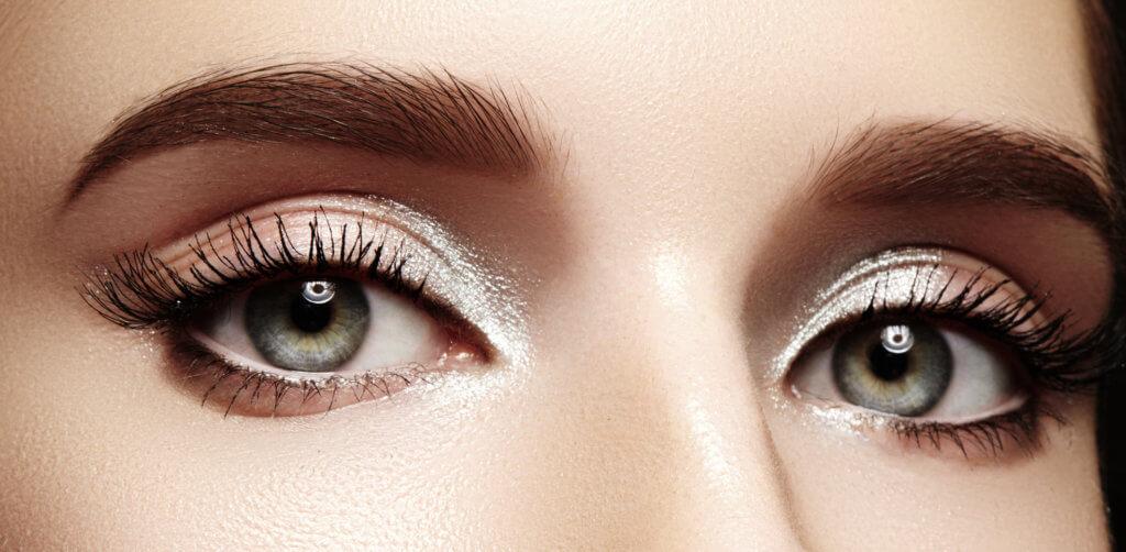 Malowanie oczu na wyjątkowe okazje – zrób to sama