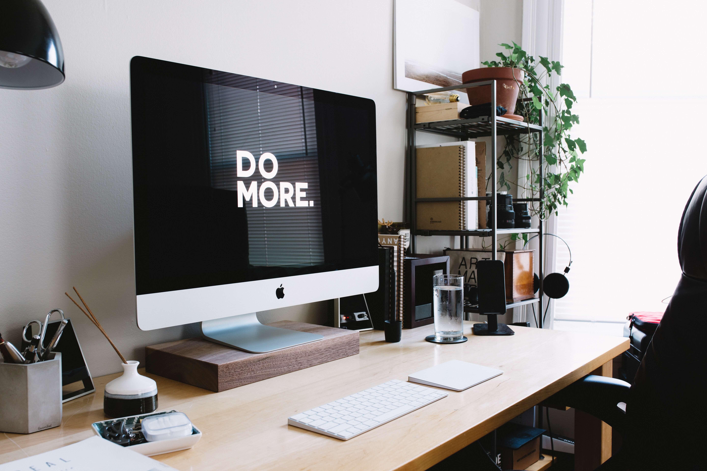 biuro w małym mieszkaniu